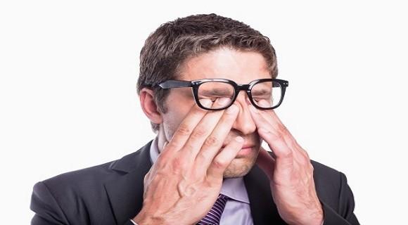 Cuidado: coçar os olhos pode lesionar a córnea
